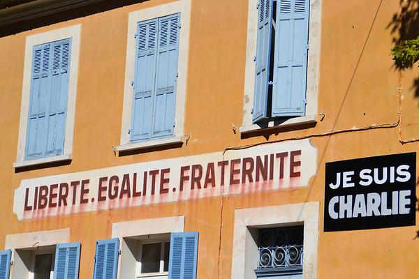 Esprit solidaire sur un des murs de l'Hôtel de Ville