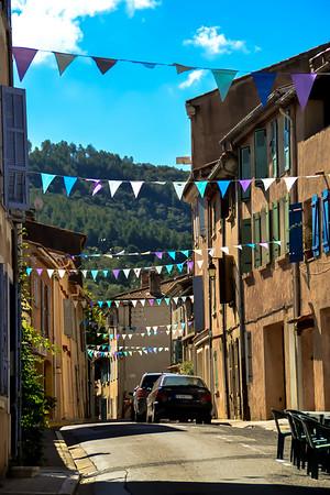 Rue Grande. A droite, le Bérengoustain.