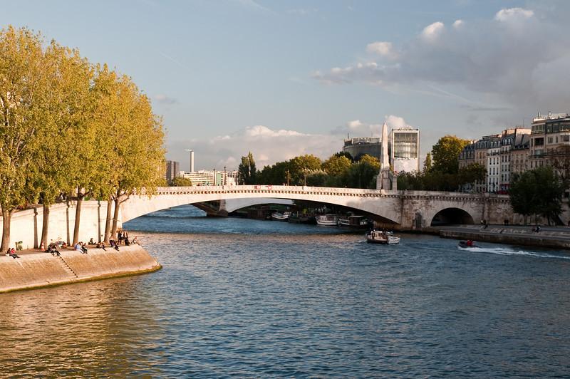 pont de la tournelle, paris France. (depuis le pont de l'archevéché)