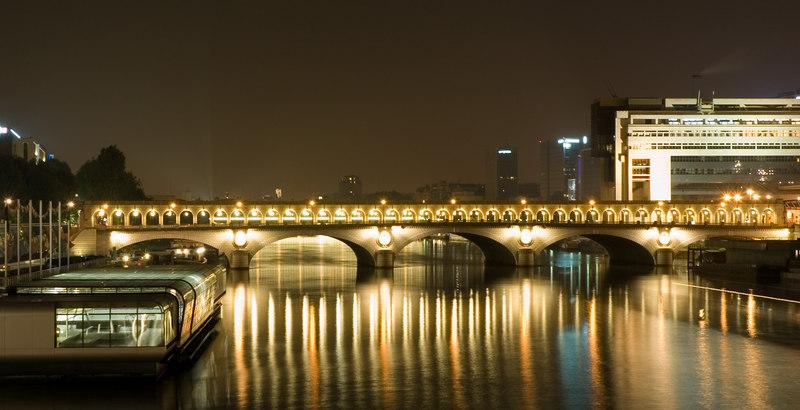 Le pont de Bercy vu depuis la passerelle Simone de Beauvoir.