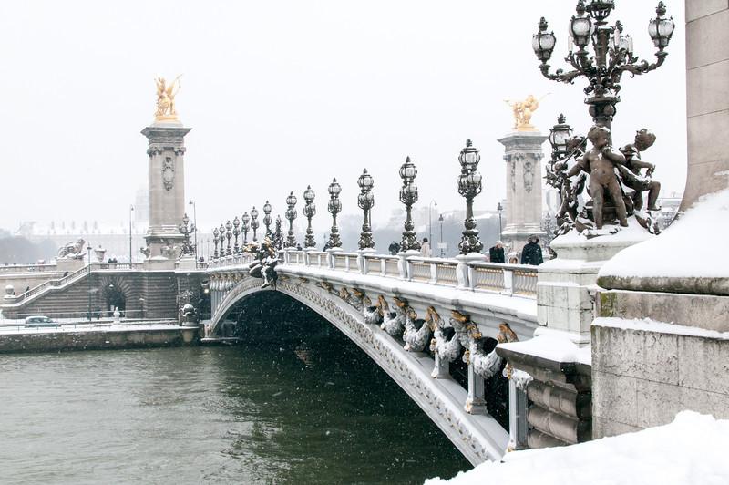 Pont Alexandre III sous la neige.