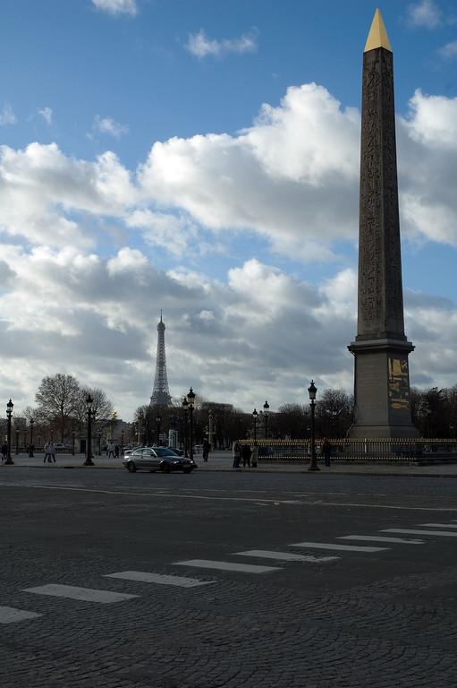 L'obélisque de la concorde et la tour Eiffel en arrière plan.