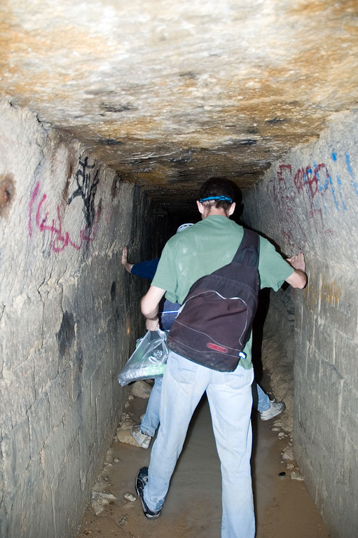 This is a tunnel near the entrance. At first, things seam easy, but as you'll see on the next picture, it can get a bit more complicated to move around in this kind of environment.