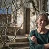 Originaire d'Hambourg, Karin a 16 ans quand, tentée par les métiers de la création, elle travaille « très modestement comme apprentie étalagiste-décoratrice dans un magasin de mode ». Elle obtient son brevet de décoration au bout de trois ans. Puis elle travaille chez une photographe de mode, comme styliste et décoratrice. Via son école, grâce à un professeur à Hambourg, elle fait un séjour à Strasbourg avec deux autres élèves. Elles y sont accueillies par le directeur des Beaux-Arts et commencent à créer dans son atelier. Mais l'expérience s'arrête au bout de six mois car aucune des trois jeunes filles n'accepte de poser nue pour lui : elles ne sont pas « les filles légères d'Hambourg qu'il pensait trouver ».<br /> De retour à Hambourg, elle fait une école privée de dessin et de peinture. Puis, elle rencontre son futur mari avec qui elle revient s'installer définitivement en France, à Nesle-et-Massoult, dans le Châtillonnais, en Bourgogne, où elle réside toujours. Elle décide alors de vivre de sa peinture.