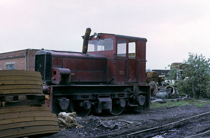 No 41, Savile Colliery, 9 May 1974.  Hibberd 4wDM 3882 / 1958, since scrapped.  Photo by Les Tindall.