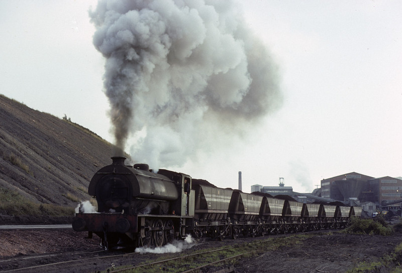 Gwyneth, Bickershaw colliery, Leigh, 13 September 1977.  The 0-6-0ST (Robert Stephenson & Hawthorns 7135 / 1944) struggles up the steep one mile climb from the colliery to the BR exchange sidings at Abram, on the stub of the London & North Western line from Wigan to Leigh.  Photo by Les Tindall.