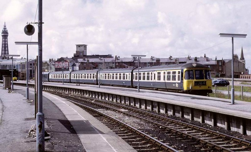 Class 124 Trans-Pennine DMU, Blackpool North, Sun 12 August 1973.  The DMU is at one of the former excursion (overflow) platforms brought into permanent use when the station was rebuilt.  Trailer E51967 is nearest - note tthe oil lamp.  Note also that the furthest of the five trailers is in plain blue livery.  It is probably a class 104 trailer (less likely a class 101, 105 or 108) used in place of a class 124 trailer.  Photo by Les Tindall.