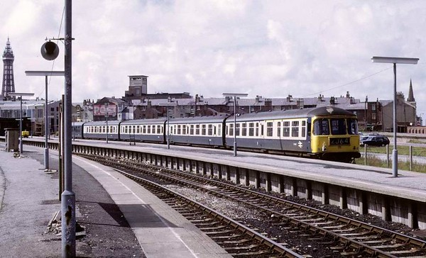 Class 124 Trans-Pennine DMU, Blackpool North, Sun 12 August 1973.  The DMU is at one of the former excursion (overflow) platforms brought into permanent use when the station was rebuilt.  Trailer E51967 is nearest - note the oil lamp.  Nore also that the furthest of the five trailers is in plain blue livery.  It is probably a class 104 trailer (less likely a class 101, 105 or 108) used in place of a class 124 trailer.  Photo by Les Tindall.