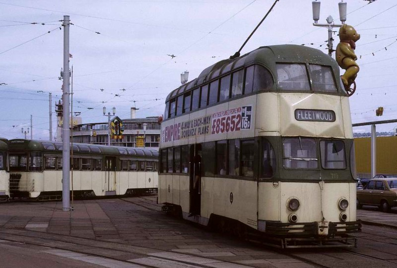 Balloon car 719, Blackpool, Sun 12 August 1973.  At the turning loop at Pleasure Beach, with a twin-set blocking its way.  Photo by Les Tindall.