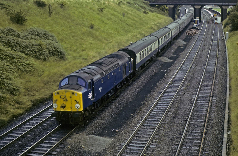 40033, leaving Chester, Sat 28 July 1979.  The 1029 Birmingham - Holyhead seen a few minutes later.  The former D233 was withdrawn in 1984.  Photo by Les Tindall.