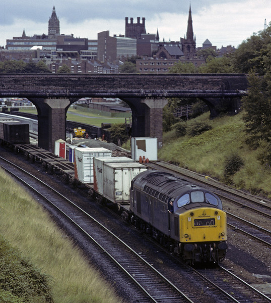 40185. leaving Chester, Sat 28 July 1979,  The 1112 Trafford Park - Holyhead Freightliner.  The former D385 was withdrawn in 1983.   Photo by Les Tindall.