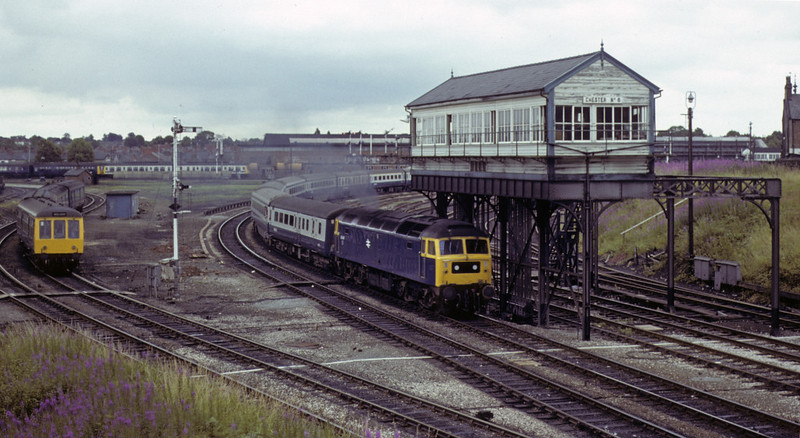 47447, passing Chester No 6 box, Sat 28 July 1979.  A Euston - Llandudno train.  The former D1547 was withdrawn in 1991.   NB the DMUs waiting for the road.  Photo by Les Tindall.