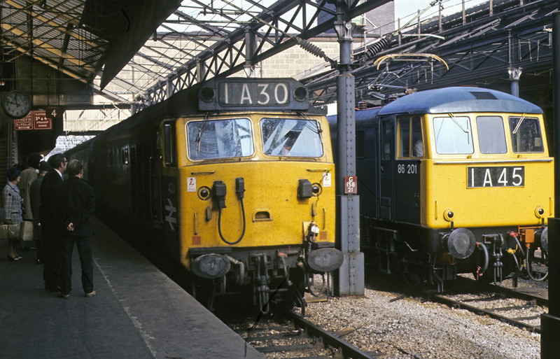 403 & 86201, Crewe, 8 October 1972 - 1147.  403 brings in the 0930 Blackpool - Euston.  It became 50003 and was withdrawn in 1991.  The 86 had been E3191, and is preserved as 86101.   Photo by Les Tindall.