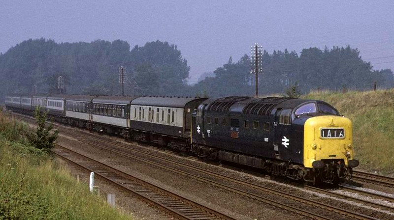 9017 (55017) The Durham Light Infantry, near Essendine, Sat 8 September 1973.  The 0948 Harrogate - King's Cross Yorkshire Pullman.  Photo by Les Tindall.