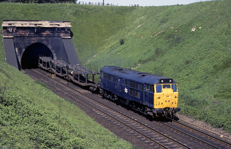 31186, Stoke tunnel, 28 May 1977.  Empty cartics.  Photo by Les Tindall.