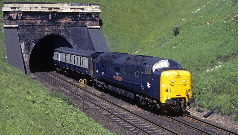 55021 Argyll & Sutherland Highlander, Stoke tunnel, 28 May 1977.  0853 Bradford - King's Cross.  Photo by Les Tindall.