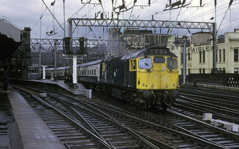 27104, Glasgow Central, 11 May 1974    The station pilot removes empty stock.  It began life as D5387, and was withdrawn in 1986 as 27048.  Photo by Les Tindall.