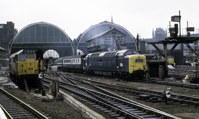 31194 & 55015 Tulyar (1S32), King's Cross, 13 April 1974.  The Deltic, now preserved, leaves with the 1200 Aberdonian.  The former D5618 became 31427 and was withdrawn in 1999.  At bottom left is the line to Moorgate.  Photo by Les Tindall.