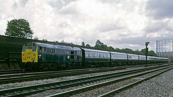 31415, 0P03, Old Oak Common, Sat 10 August 1974.  Bringing empty stock into the carriage sidings after taking it through the washing plant.  Photo by Les Tindall.