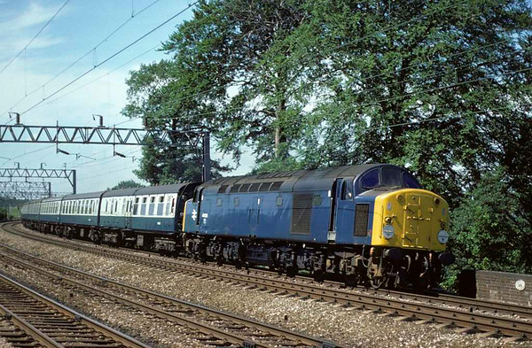 40028, appproaching Whitehouse Junction, 3 July 1977.  The 1249 Manchester - Birmingham. The loco was scrapped in 1988.  Photo by Les Tindall.