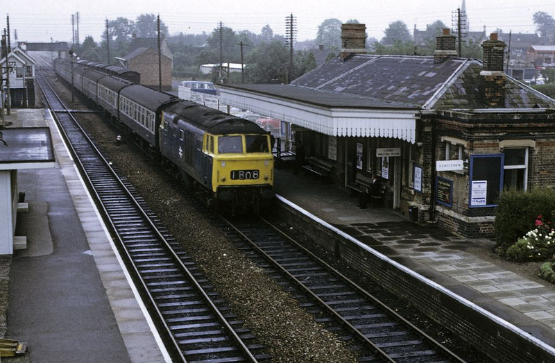 7022, Moreton-in-the-Marsh, 26 July 1972.  Photo by Les Tindall.  Arriving with the 1005 Paddington - Worcester.  7022 was withdrawn in March 1975.