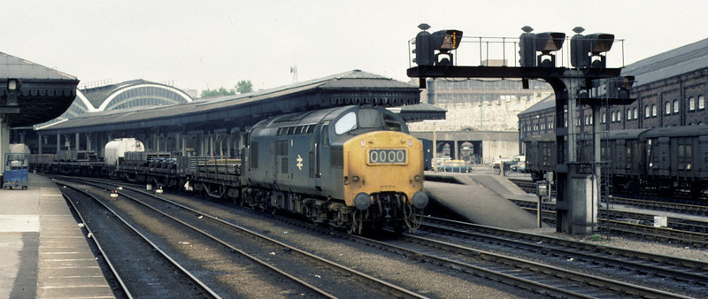 37131, York, 2 October 1976     The 37 brings a southbound freight through the station.  It began life as D6831, and was withdrawn in 1999. Photo by Les Tindall.