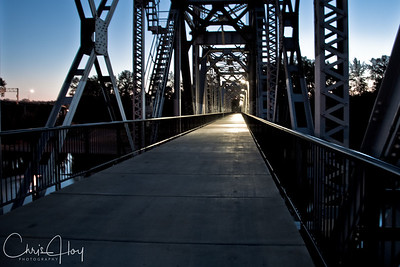 Union Street Bridge over the Willamette River at night, Salem, Oregon