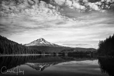 Mt. Hood and Trillium Lake on a beautiful Fall Day
