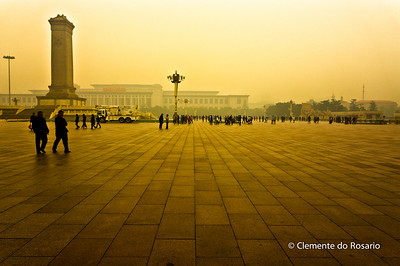 Tian'anmen Square( Tian'anmen Guangchang), shrouded in fog.