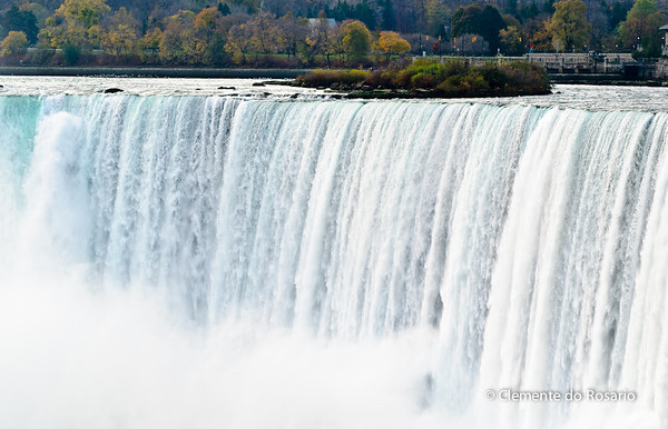 Thundering water rushing over Horseshoe Fallls