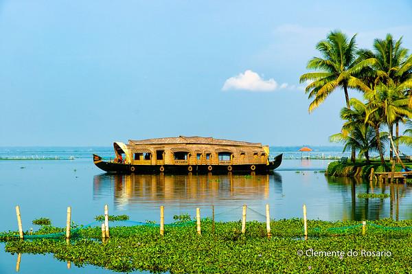 Kerala Houseboat, also known as Ketuvalloms, at Kumarakom Lake Resort, Kerala, India File Ref: Kerala-2006 116R 1514