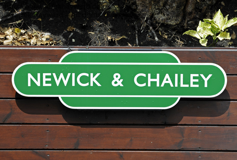 However Newick & Chailey Station lives on.  In a quiet estate there are some unexpected revelations.  28.07.2014 9912