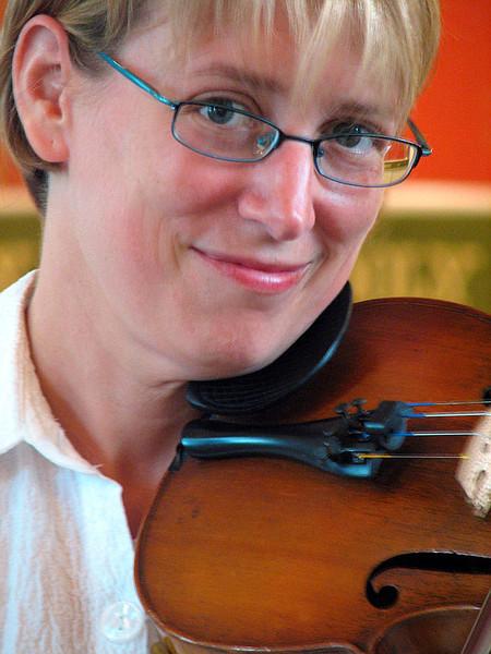 Jane on violin_ 063 800w