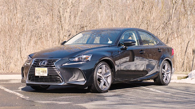 2017 Lexus IS350 AWD Parked Reel