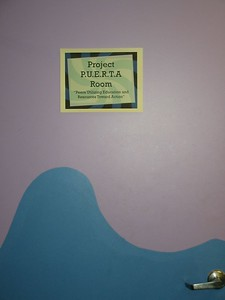 La puerta para Project PUERTA ... P.U.E.R.T.A. = Peers Utilizing Education and Resources Towards Action