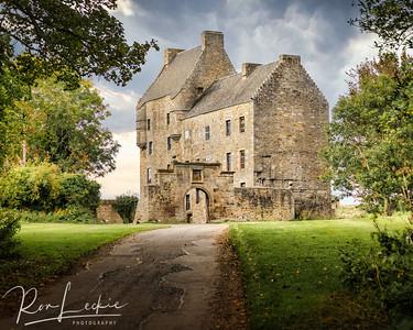 """Midhope Castle (a.k.a. """"Lallybroch"""" in Outlander)"""