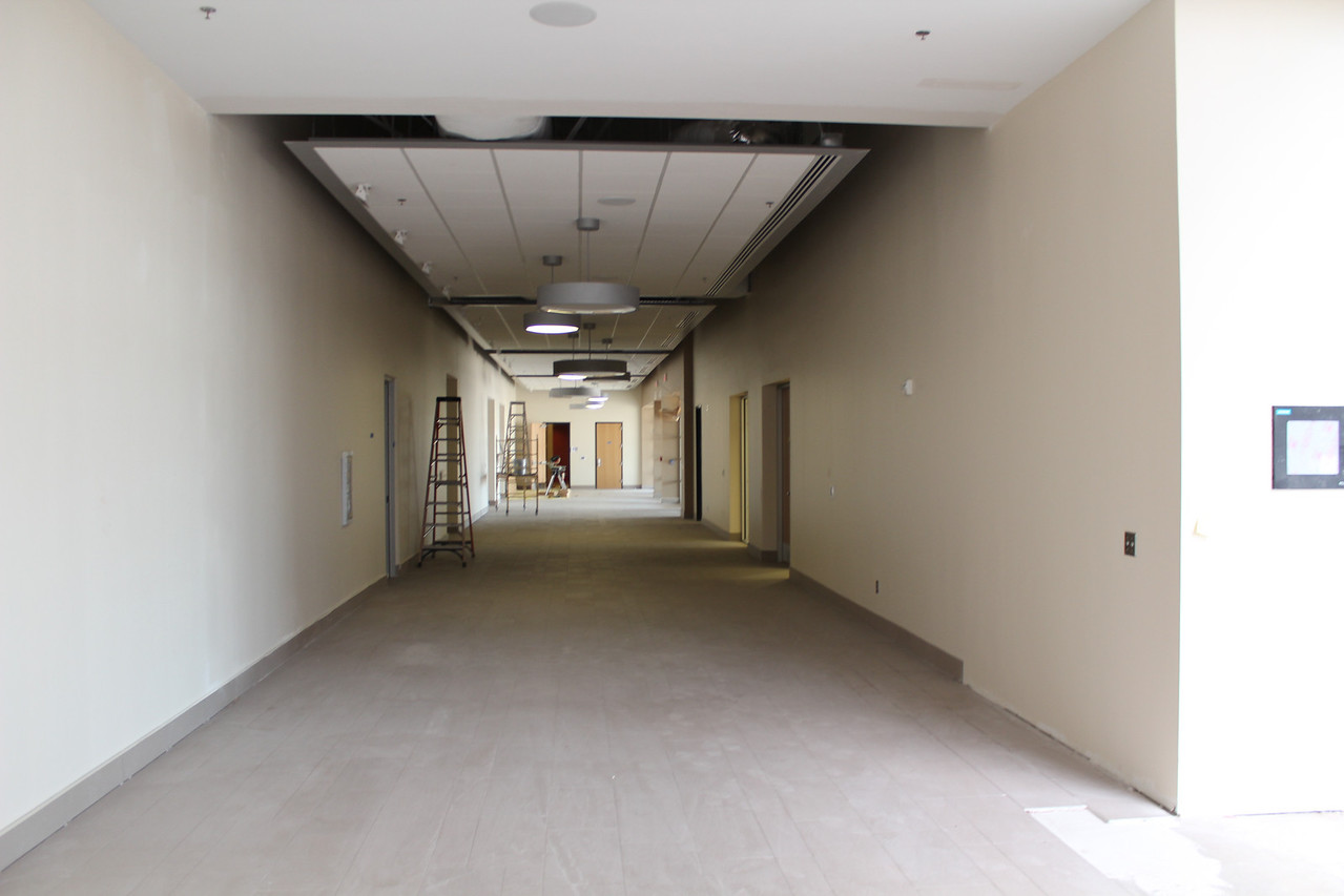 Meeting room corridor leading to the auditorium.