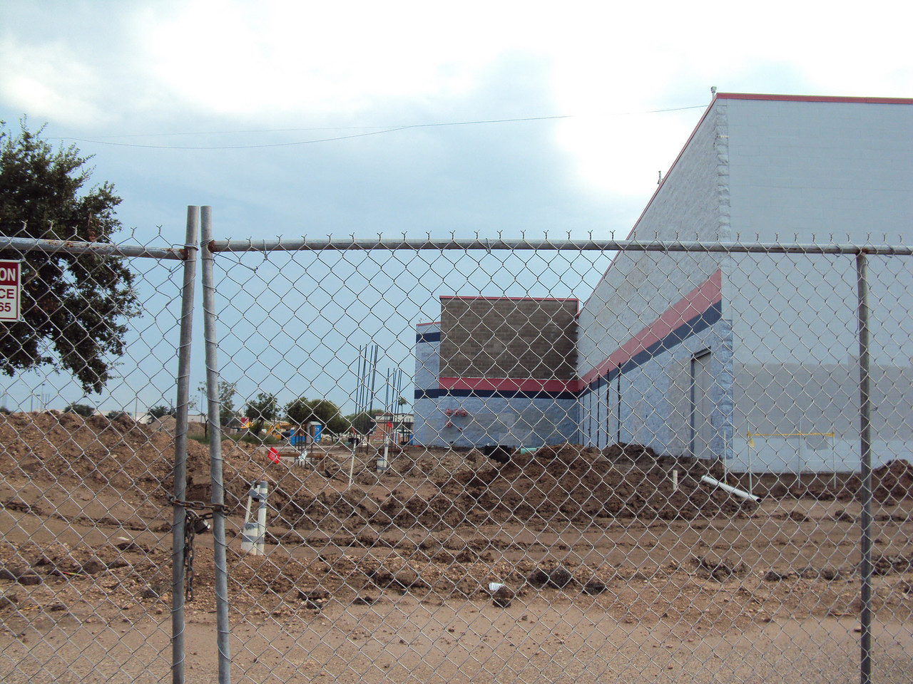 9/26/2010 - Front-right side of building.