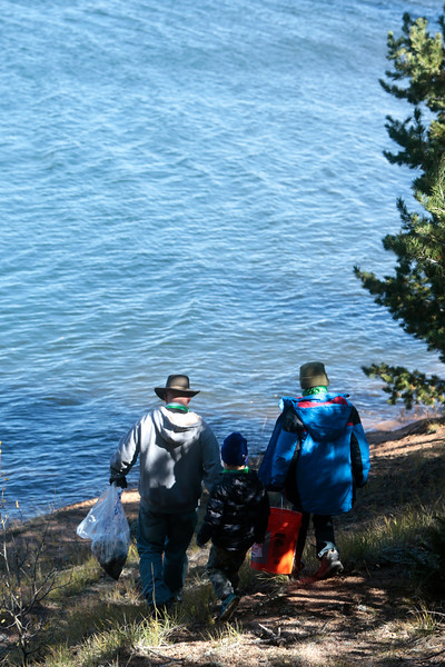 Eric Blohm, Kenny Blohm, 5, and Nihar Falasca, 8, walk along the shore of Crystal Creek Reservoir looking for trash on Sunday, Oct. 1, 2017.<br /> <br /> (The Gazette, Nadav Soroker)