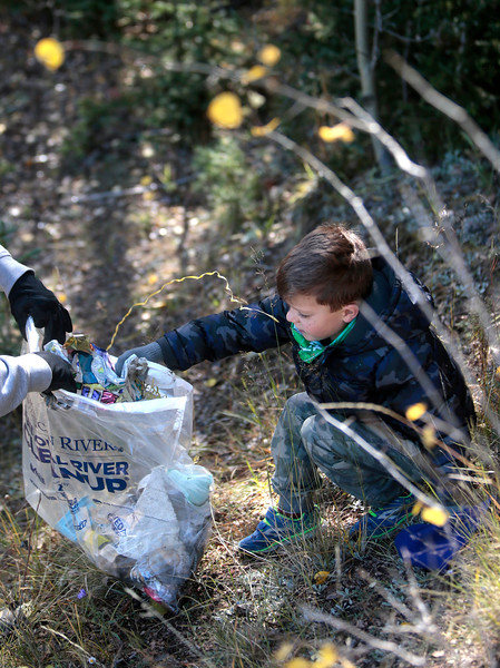 Kenny Blohm, 5, throws away a deflated party balloon he found under a tree along the shore of Crystal Creek Reservoir on Sunday, Oct. 1, 2017.<br /> <br /> (The Gazette, Nadav Soroker)