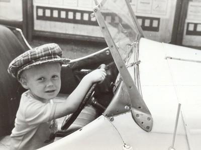 1975: ve třech letech za volantem tátova popularu