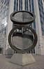 """""""Double Folded Circle Ring"""" de Fletcher E. Benton (1992)<br /> <br /> Surnommée """"Le Téléphone"""" à cause de la proximité des tours Belgacom"""
