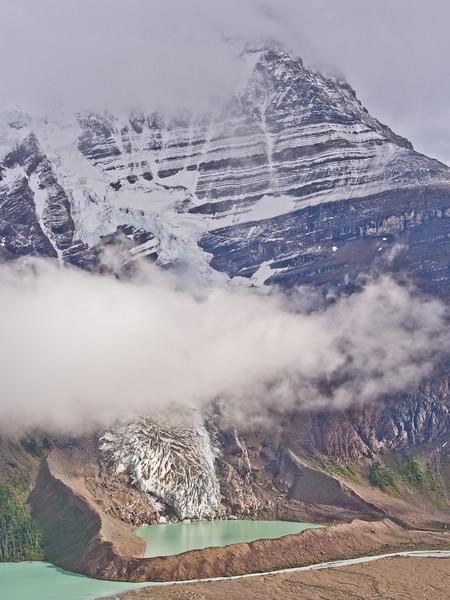 Neige fraîche sur le mont Robson