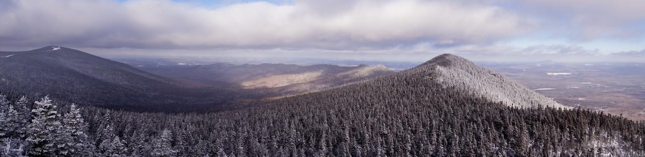 Mont Victoria, montagnes de Franceville et mont Mégantic vue du belvédère - Parc national du mont Mégantic