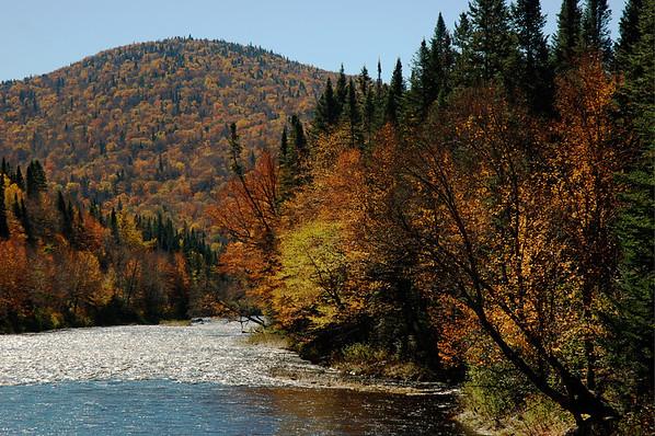Rivière Sautauriski et couleurs d'automne - Parc national de la Rivière Jacques-Cartier