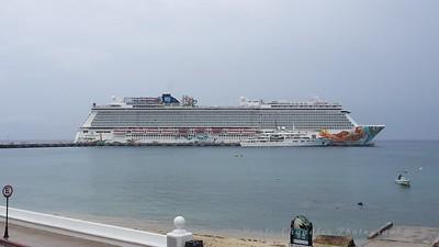 NCL Cruise ship & Tatoosh