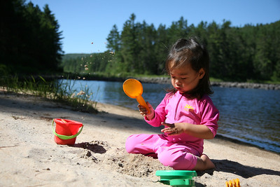 Here's one sand bar with a campsite that we found along the river. We stopped here for lunch and for some playtime for Josee. Josee also napped here while she was sitting in the backpack carrier and me fishing.