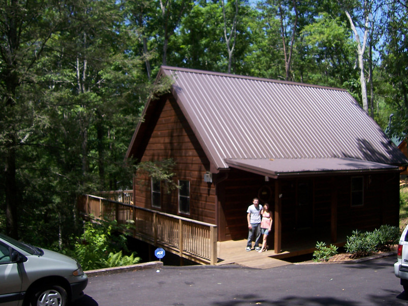 Here is our really nice cabin not far from the Great Smoky Mountains NP. We have a pool table, cable tv, a hot tub, and the loft is all mine since Daniel didn't come - nice!