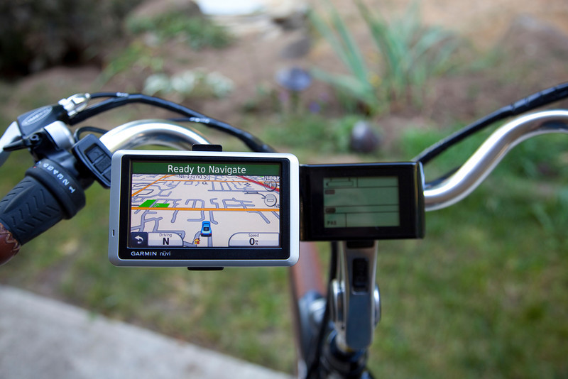 "Nice view of the <a target=""_blank"" href=""http://www.amazon.com/gp/product/B003ZX8B0U/ref=oh_details_o06_s01_i01"">Garmin Nuvi 1350</a> mounted to the bike handlebars."