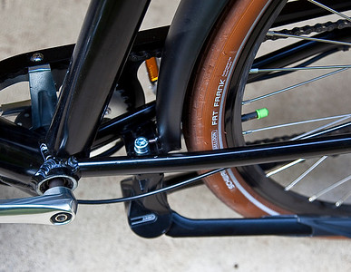 A view looking down on the mounting location of the Ursus Jumbo Double Kickstand mounted on the Pedego City Commuter.